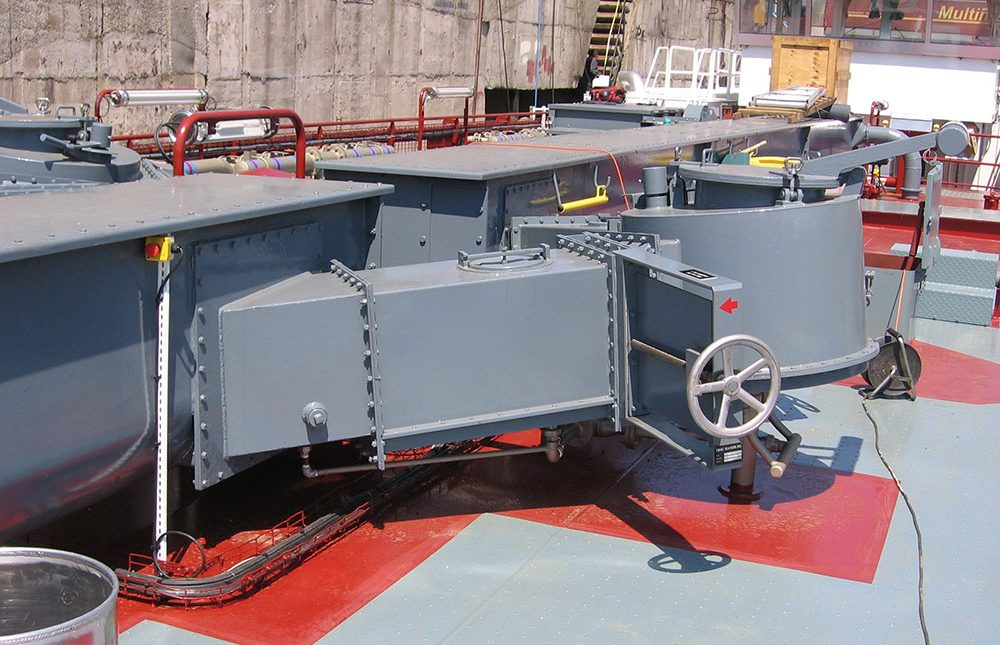 Self-loading and unloading vessels to handle powder cargoes such as cement